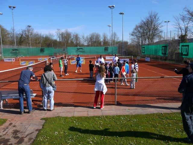 Tennis für die Junge